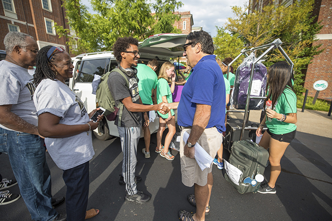First year students arrive with their family for Move In Day at the Ingram Commons.