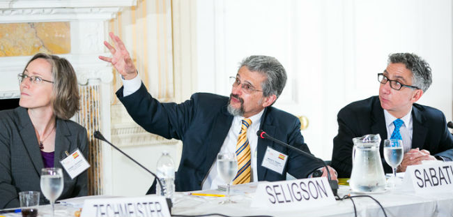 LAPOP founder Dr. Mitchell Seligson presents findings at the Council of the Americas.